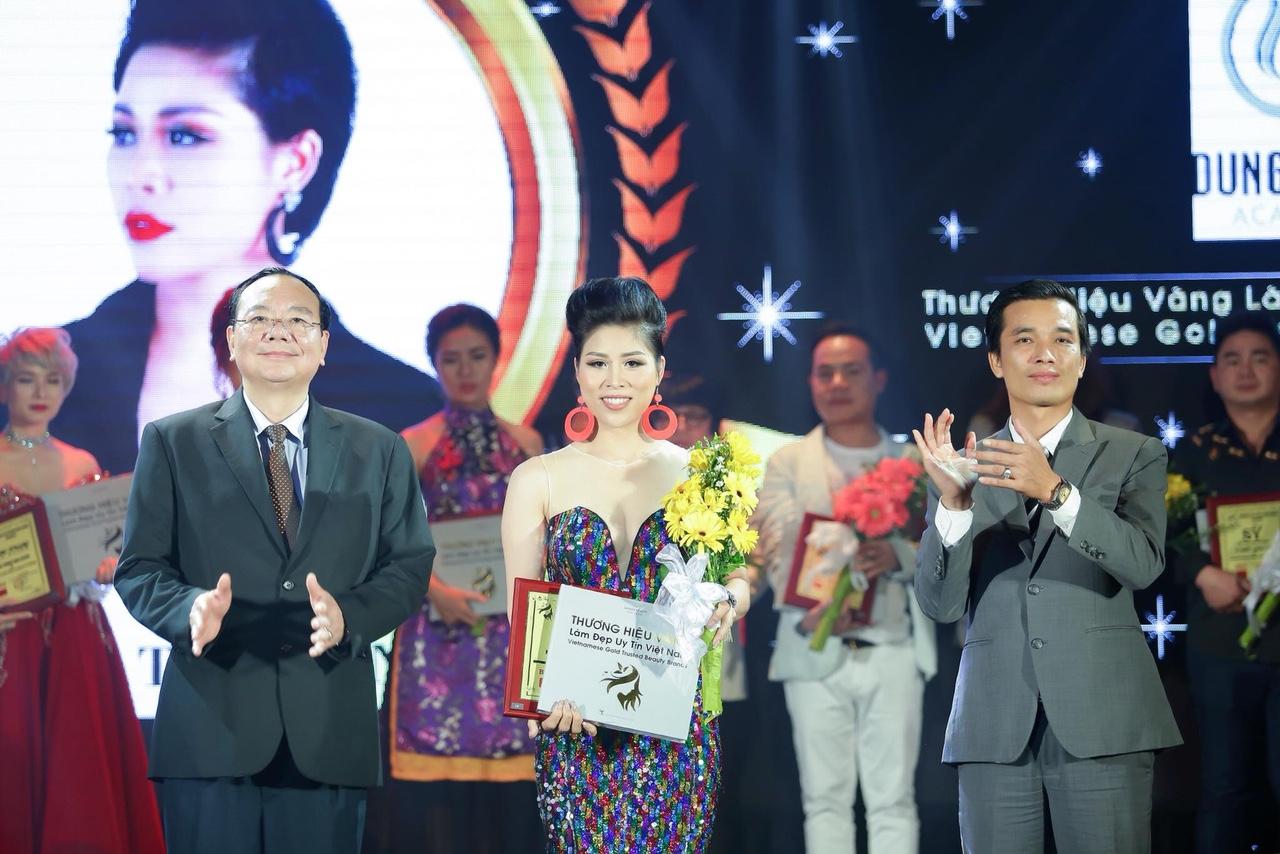 Dung Trần Acadamy lọt top Thương hiệu vàng làm đẹp uy tín Việt Nam