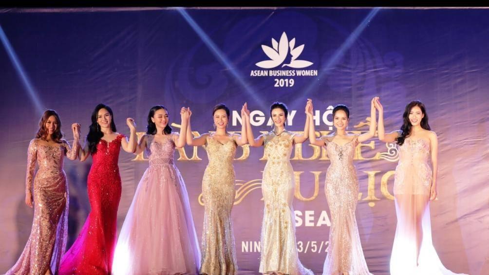 """Dàn hoa hậu, người đẹp hữu nghị ASEAN """"khuấy động"""" miền quan họ Bắc Ninh"""