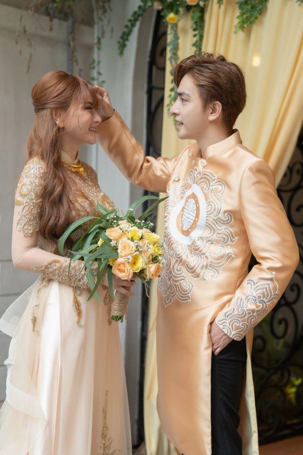 Thu Thủy và ông xã Kin Nguyễn diện áo dài 'ton sur ton' hạnh phúc rạng rỡ trong Lễ Vu quy