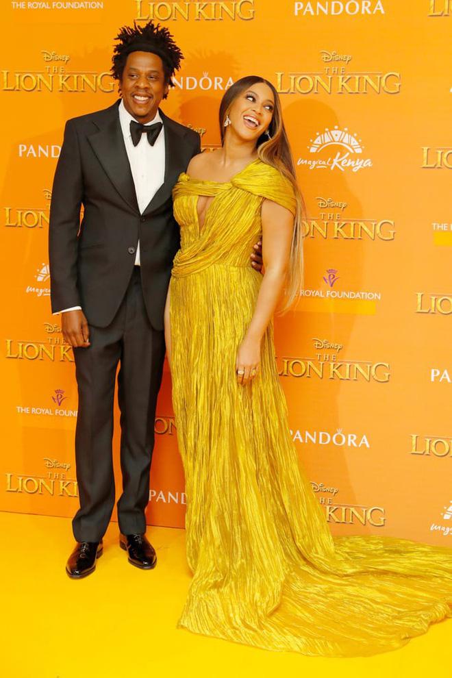 Beyonce khiến cả thế giới nín thở với một chiếc đầm xẻ tít đến tận hông, và đó là sáng tạo của NTK Công Trí!