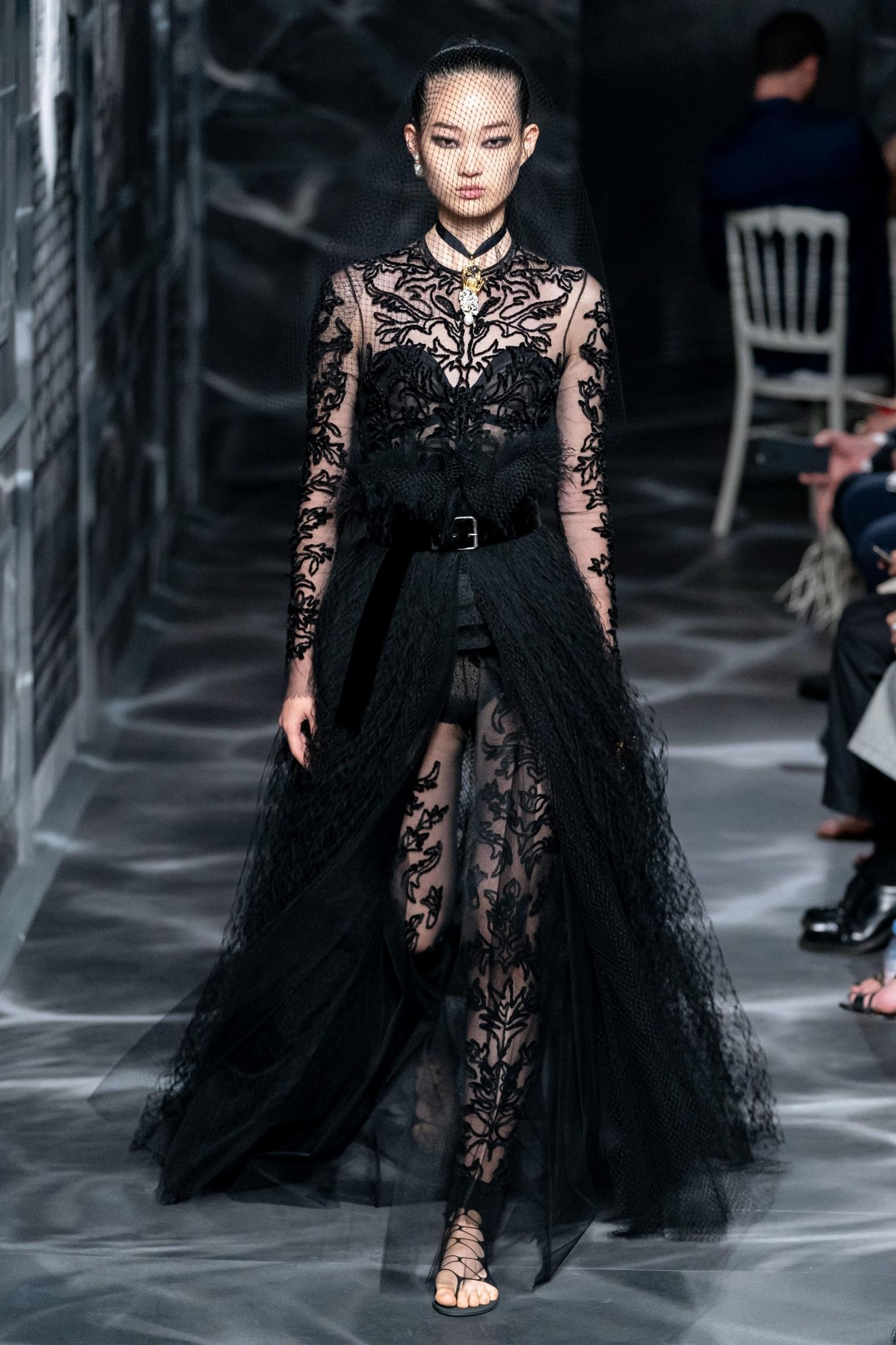 BST Dior Haute Couture Thu – Đông 2019: Sắc đen bao trùm căn nhà số 30 huyền thoại