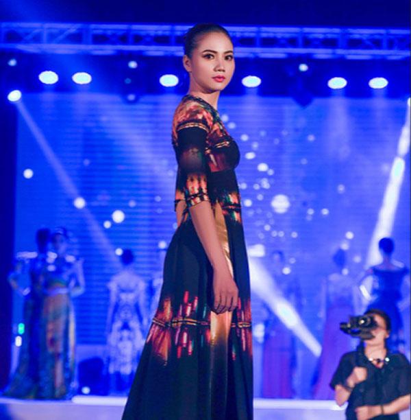 Áo dài họa tiết Chùa Một Cột sẽ mở màn New York Couture Fashion Week 2019