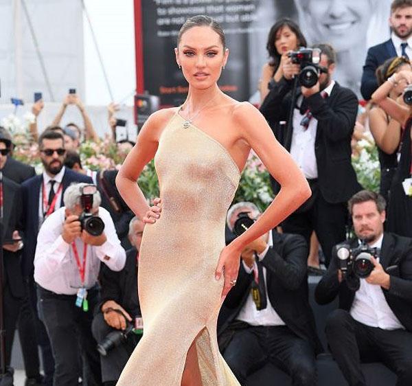 Candice Swanepoel diện đầm xuyên thấu đẹp như nữ thần tại LHP Venice