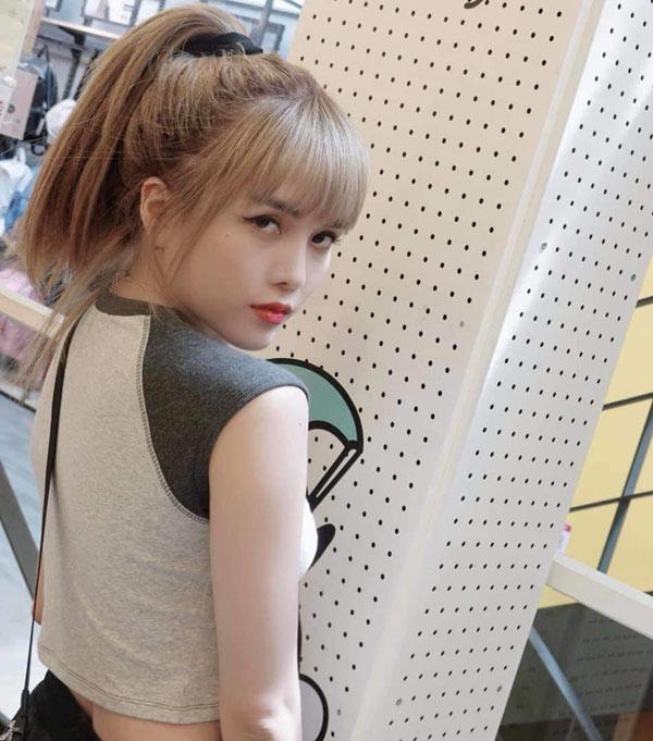 Bạn gái tin đồn Sơn Tùng M-TP: Thân hình nóng bỏng, chuộng đồ hở bạo