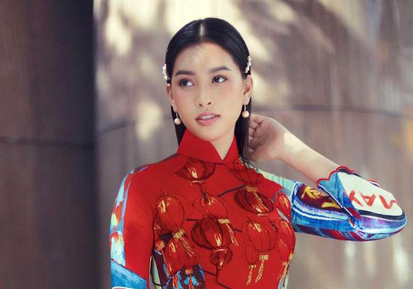 Ngắm hoa hậu Tiểu Vy dịu dàng trong áo dài về Sài Gòn