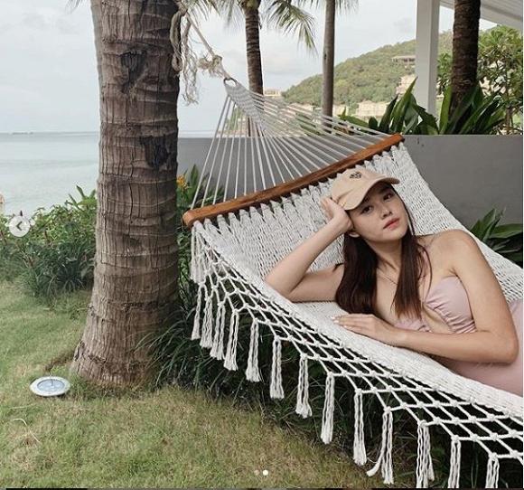 Á hậu Tường San tự tin khoe dáng với áo tắm trong kỳ nghỉ cùng gia đình