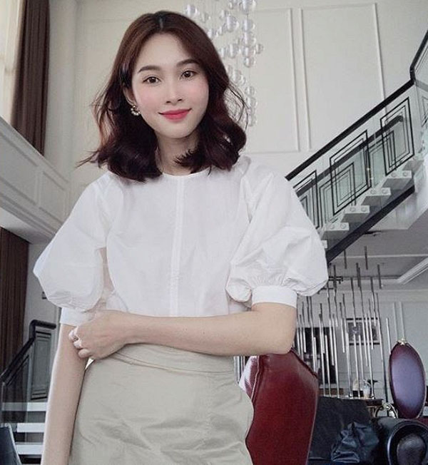 Hoa hậu Đặng Thu Thảo diện style kín đáo, đơn giản vẫn sang hết nấc