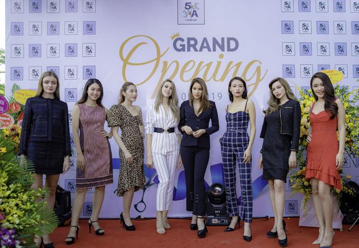 Dàn sao Việt xúng xính dự lễ khai trương nhãn hiệu thời trang công sở