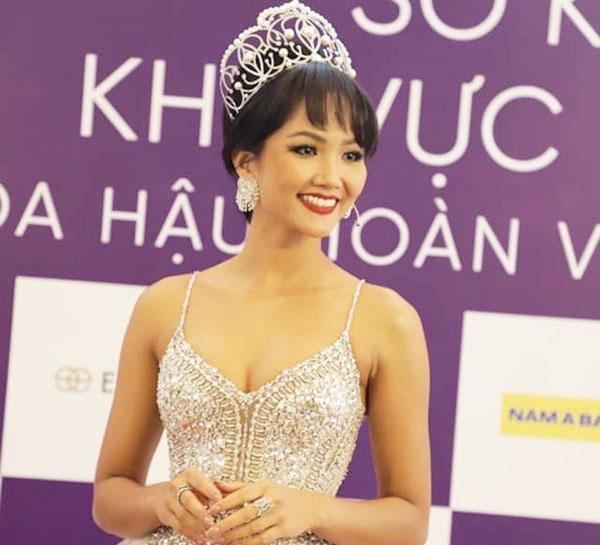 H'Hen Niê trở lại với tóc tém 'cực ngầu', diện váy đính pha lê cầu kỳ tại buổi sơ khảo Miss Universe Vietnam 2019