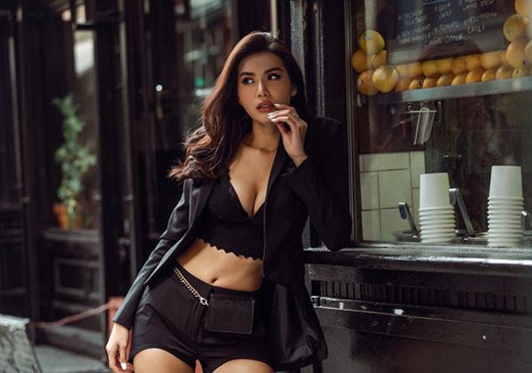 Minh Tú sexy trên đường phố New York