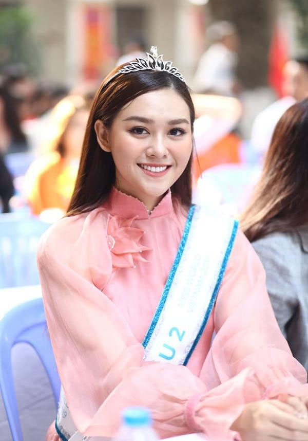 Á hậu Tường San nhảy 'Để Mị nói cho mà nghe' khi về trường cũ dự khai giảng