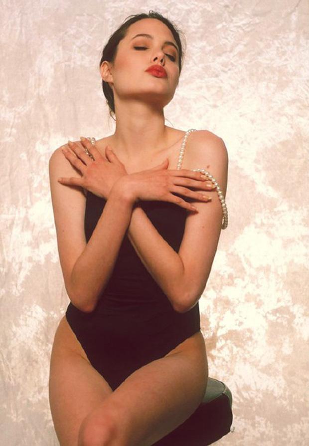 Angelina Jolie khoe than hinh goi cam nam 16 tuoi hinh anh 2