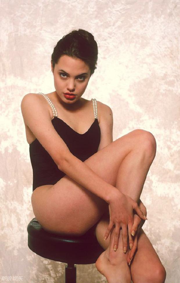 Angelina Jolie khoe than hinh goi cam nam 16 tuoi hinh anh 5