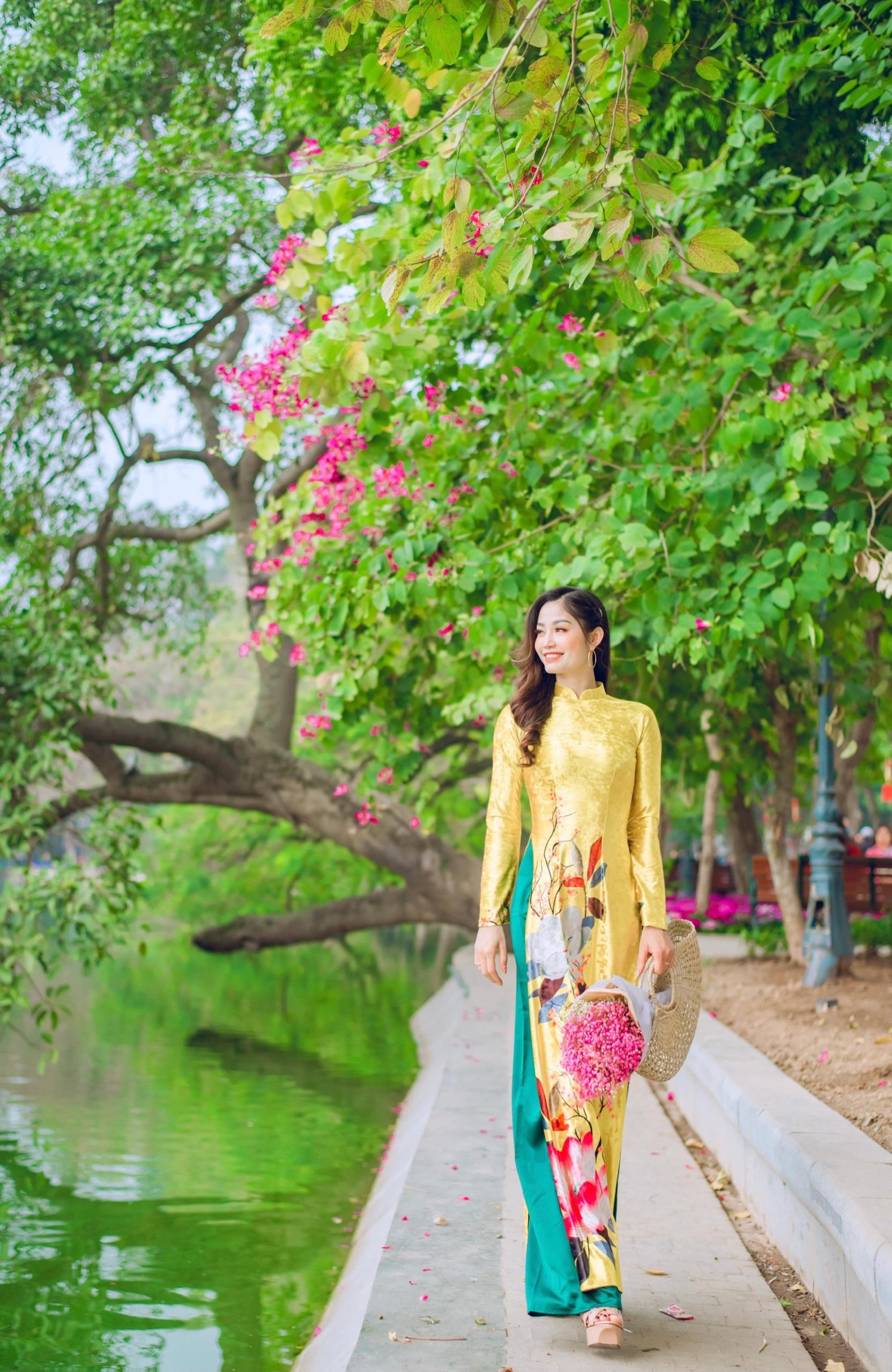 Chọn áo dài xuống phố xuân cùng Huấn luyện viên Yoga Quỳnh Phạm