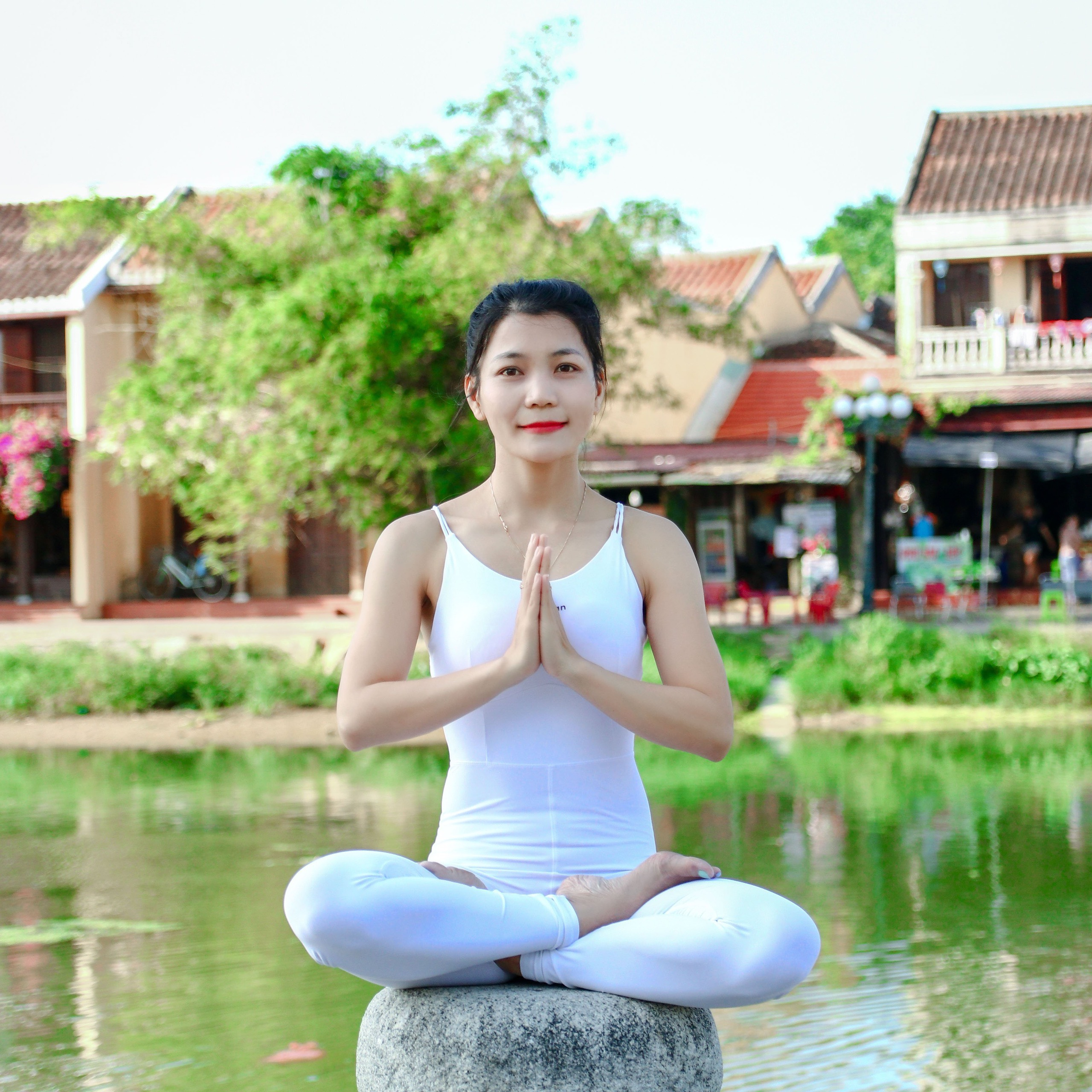 """Sống với tinh thần yoga: lan tỏa hạnh phúc và yêu thương đến những """"học trò đặc biệt"""""""