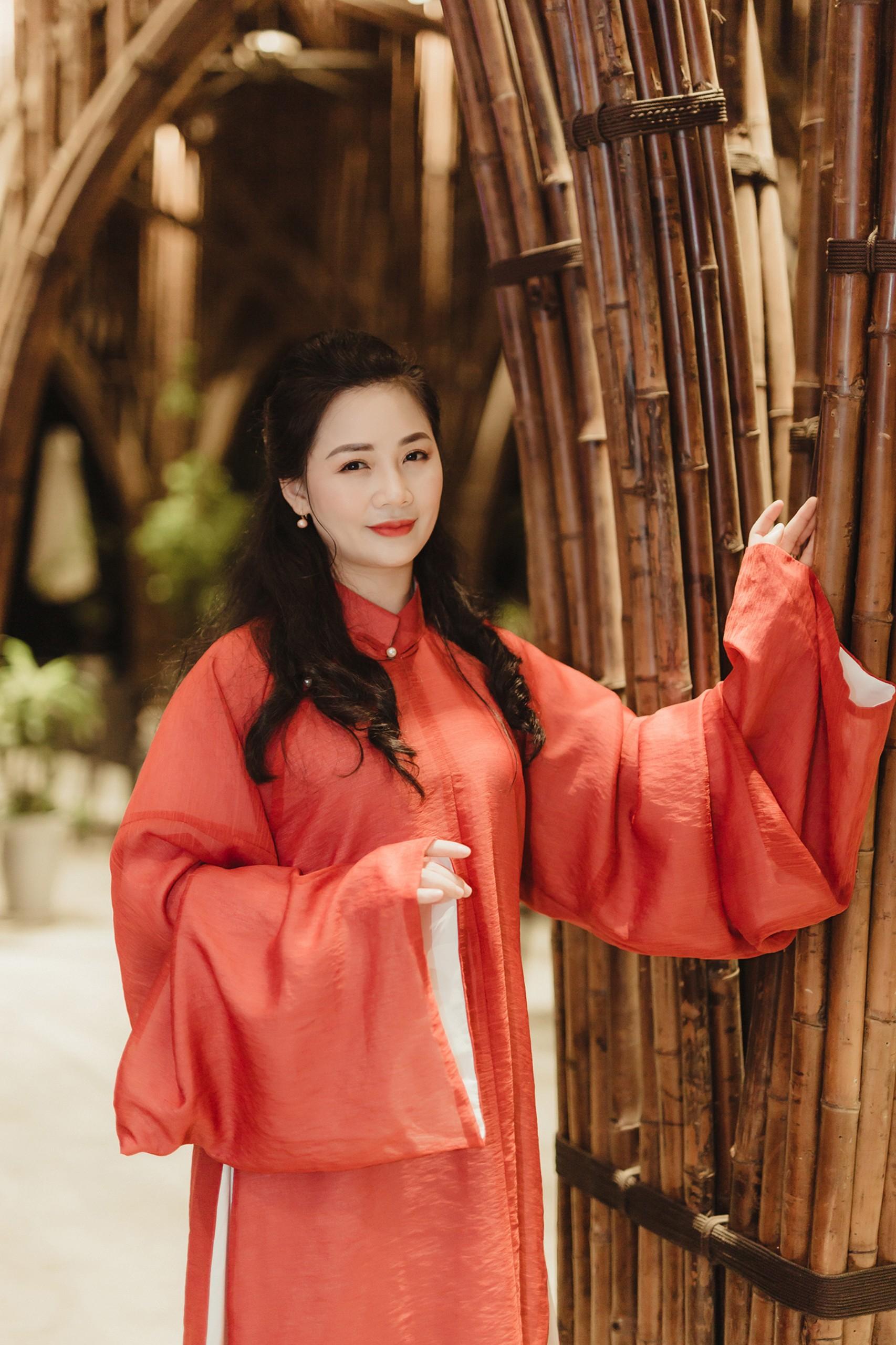 Áo dài- Trải nghiệm tâm hồn Việt- văn hóa Việt cùng HLV Yoga Shakti Vũ Huệ