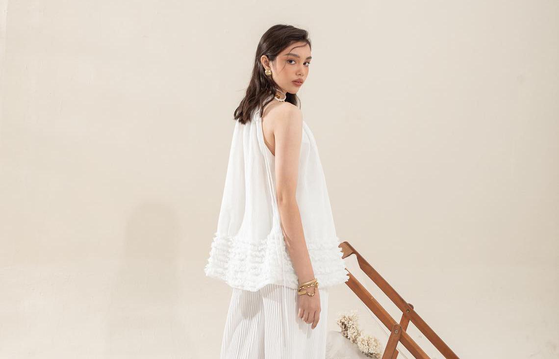 Đi làm vui với những mẫu áo kiểu đẹp ơi là đẹp từ local brand