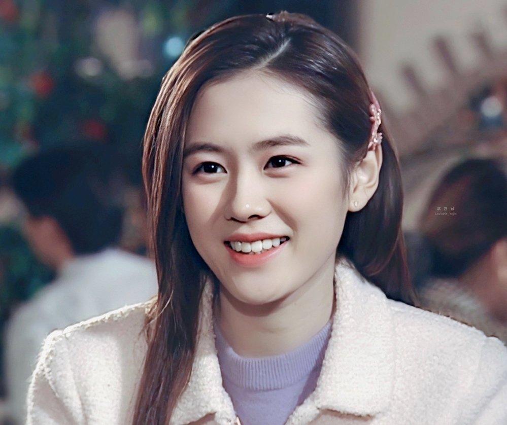 """Son Ye Jin """"đốn tim"""" khán giả với vẻ đẹp không tuổi và gu thời trang tinh tế"""