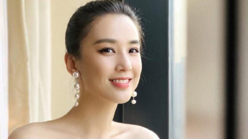 """Mỹ nhân """"Tuyệt đỉnh Kungfu"""" – Huỳnh Thánh Y khoe gu thời trang trẻ trung ngọt ngào mùa thu"""