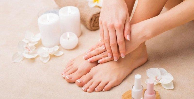 8 sản phẩm tẩy da chân tốt nhất mà bác sĩ da liễu khuyên dùng giúp cho đôi chân của bạn thêm mềm mại