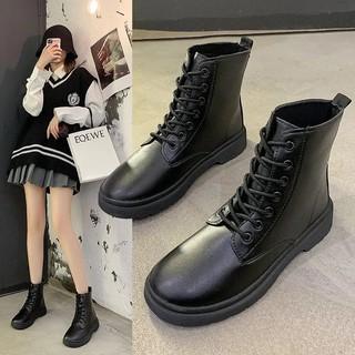Sức cuốn hút của đôi boots Martin khiến phái đẹp muốn mua ngay từ cái nhìn đầu tiên