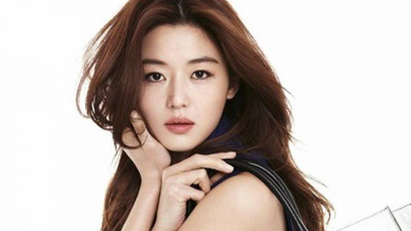Jeon Ji Hyun trở lại với mái tóc ngắn và phong cách thời trang đầy cá tính