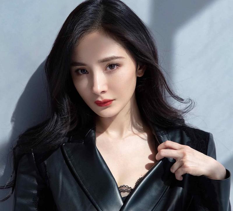 Dương Mịch mừng sinh nhật 35 tuổi bằng bộ ảnh thời trang như fashionista