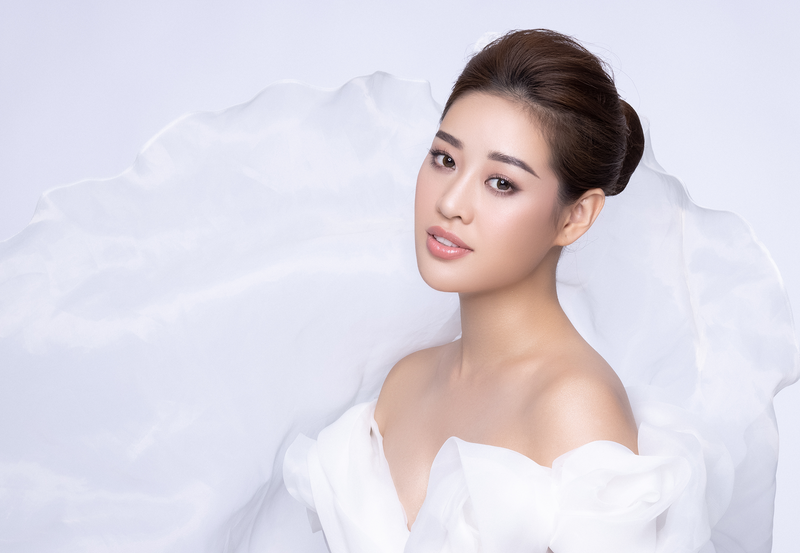 1 chiếc váy ngắn 7 cách mặc, Hoa hậu Khánh Vân khiến fan thích thú với gu sáng tạo