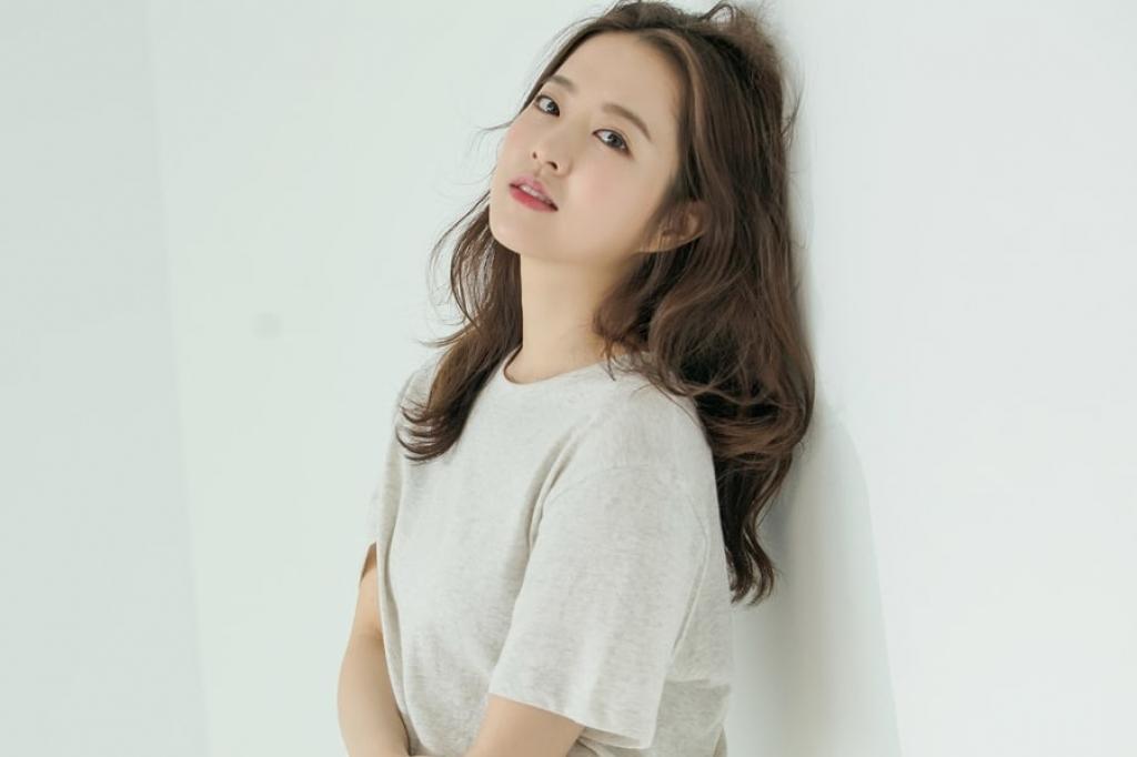 Vẻ đẹp mong manh thuần khiết đốn tim từ Park Bo-young, nàng thơ màn ảnh xứ Hàn